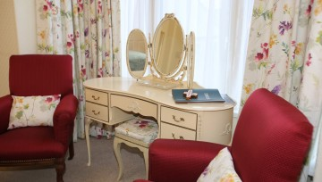 Room 1 - Seating area and dressing table