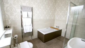 Room 1 - Large ensuite with seperate bathtub and walk-in shower